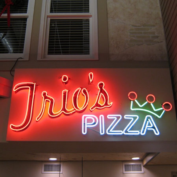 Glorioso's Pizza business sign